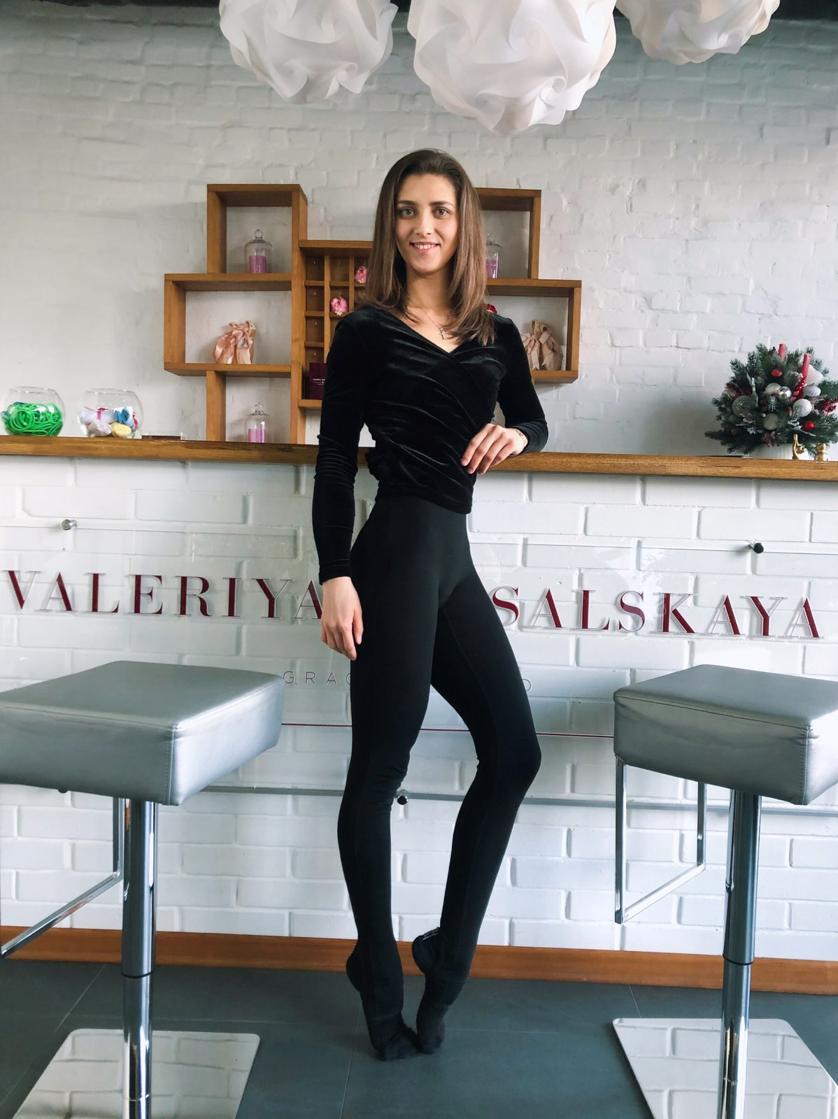 Глєбова Олександра (волейбол) - фітнес клуб Валерії Версальскої, фітнес-інструктор