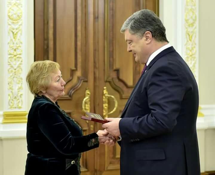 Вітаємо доцента кафедри ТМФВ Кривчикову О. Д. з присвоєнням почесного звання